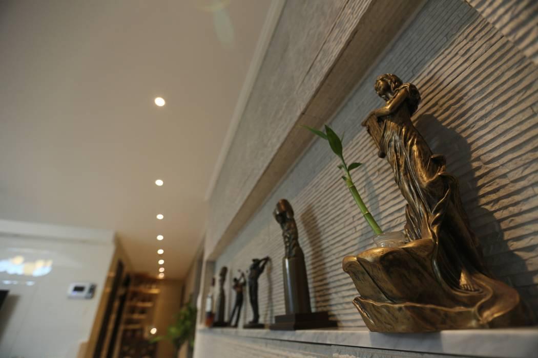 대구 수성구 범어동 푸른마을 아파트 인테리어 리모델링: inark [인아크 건축 설계 디자인]의  거실,