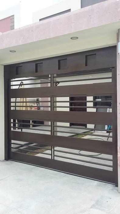 Garajes de estilo moderno de Elite Puertas Automaticas Moderno Hierro/Acero