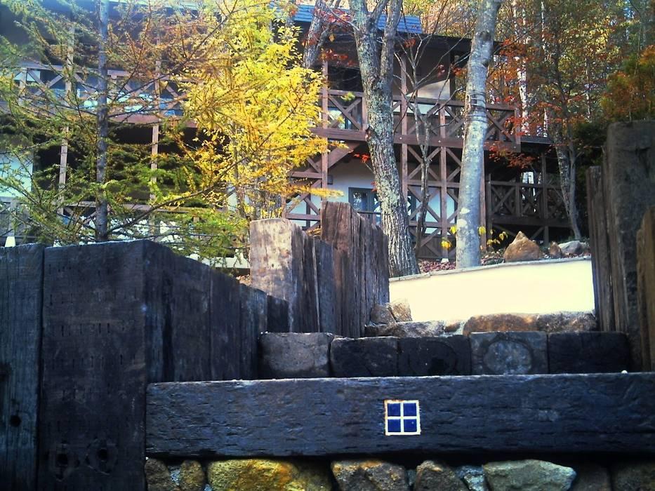 施行事例 Jardines de estilo moderno de 自然景観設計舎.LTD Moderno