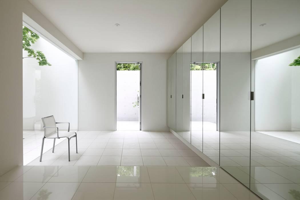 玄関 モダンスタイルの 玄関&廊下&階段 の SQOOL一級建築士事務所 モダン