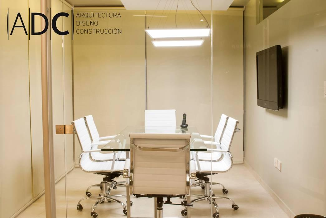 diseño interior sala de reuniones Estudios y oficinas modernos de DIAZ GUERRA ESTUDIO Moderno