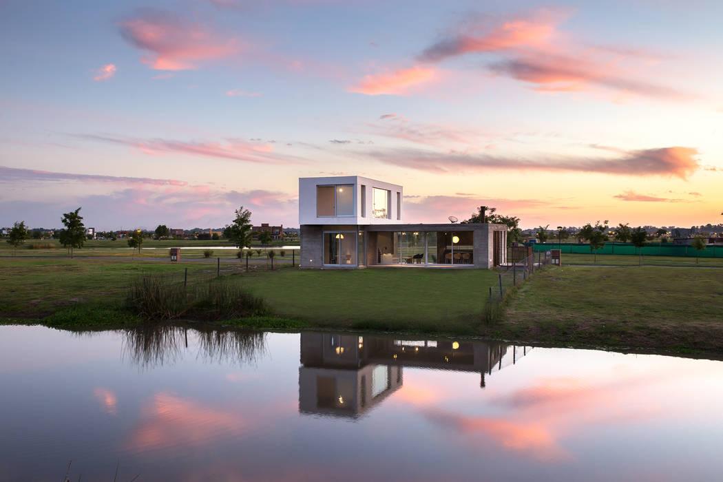 Casas modernas por BAM! arquitectura Moderno Concreto