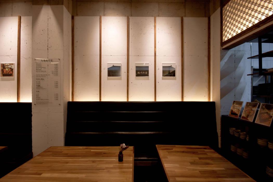 한스타일 도현한식당 아시아스타일 다이닝 룸 by 디자인투플라이 한옥