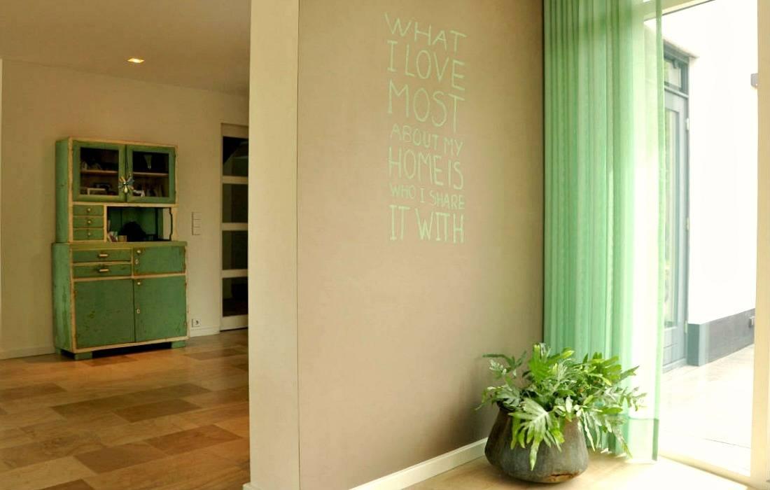 Dinding oleh Atelier09, Modern