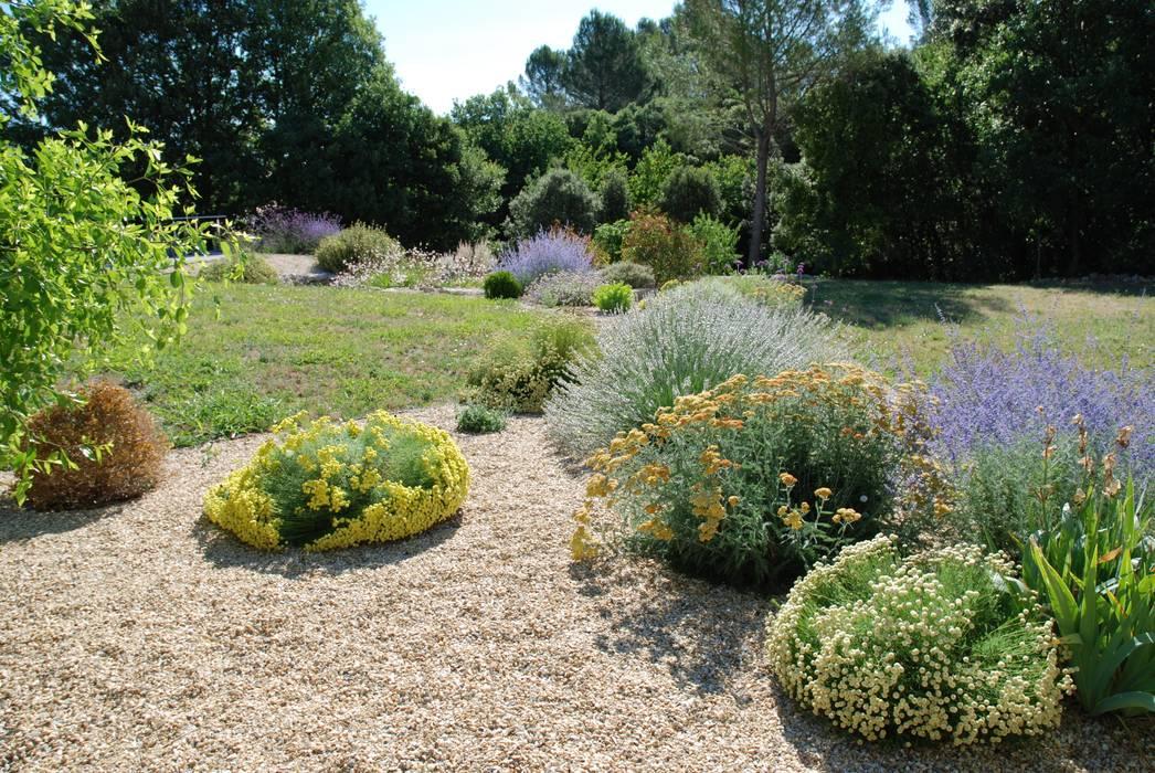 jardin sec jardin de style de style m diterran en par jardin gecko homify. Black Bedroom Furniture Sets. Home Design Ideas