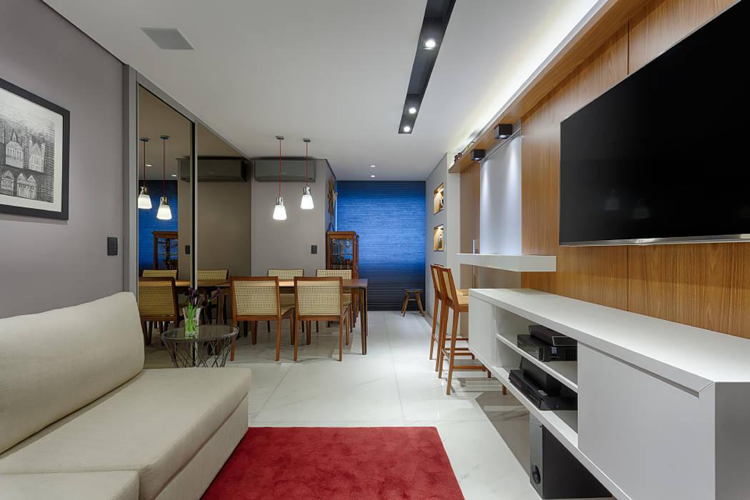 Salas de estar  por Emmanuelle Eduardo Arquitetura e Interiores,