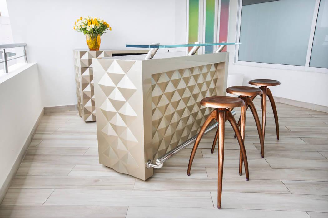 Bar: Terrazas de estilo  por Carughi Studio
