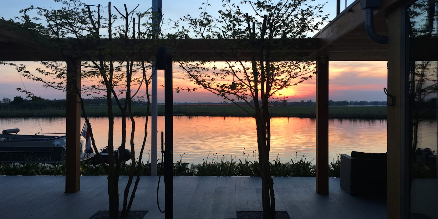 WATERVILLA RIJPWETERING DENOLDERVLEUGELS Architects & Associates Moderne balkons, veranda's en terrassen