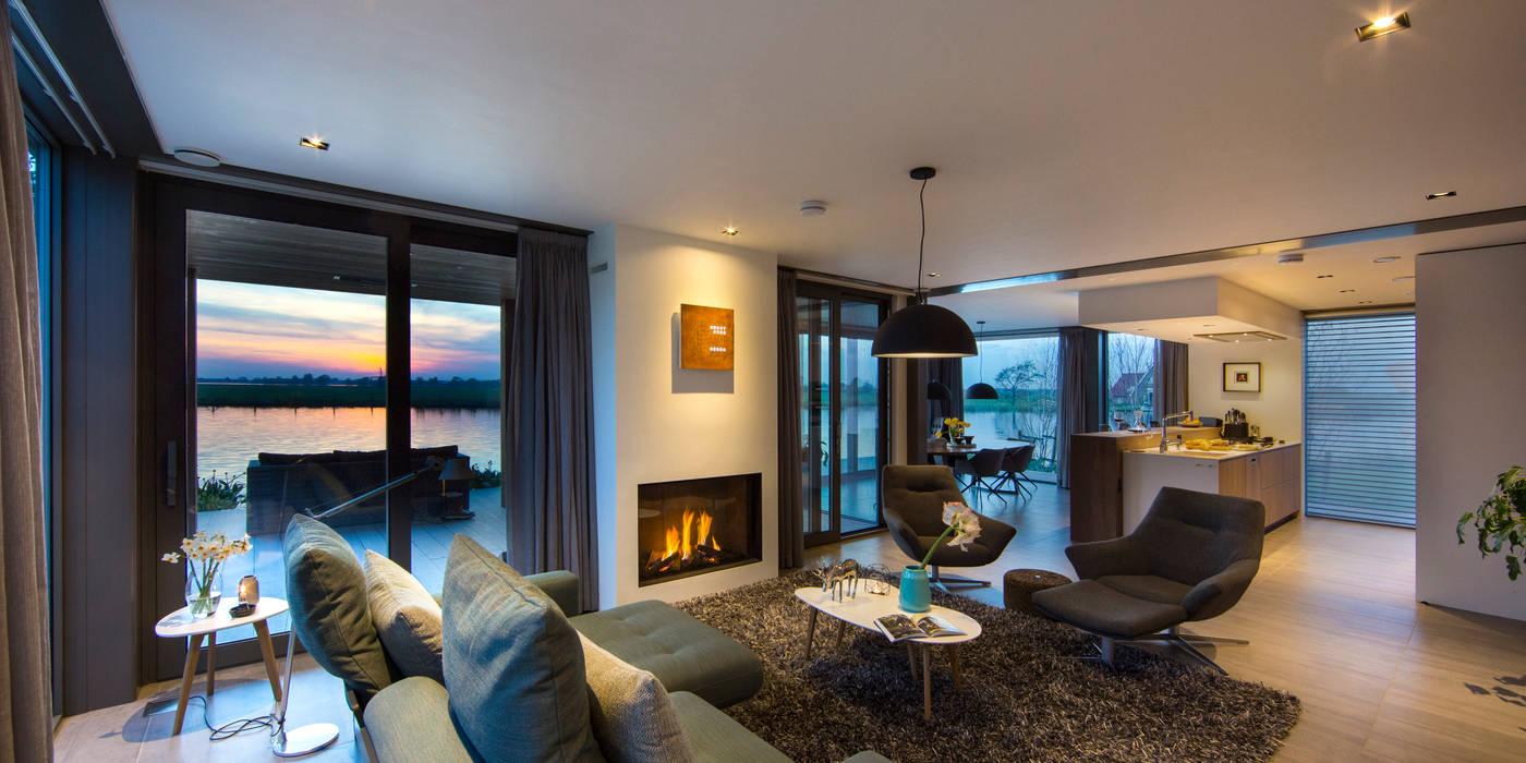 WATERVILLA RIJPWETERING:  Woonkamer door DENOLDERVLEUGELS Architects & Associates