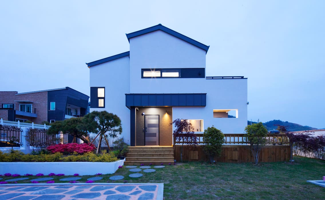 Rumah oleh 윤성하우징, Modern