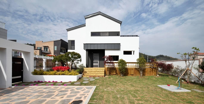 Casas de estilo  por 윤성하우징, Moderno