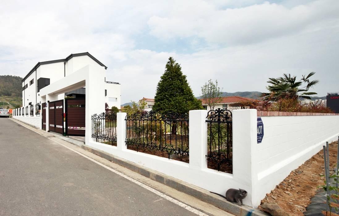 Casas de estilo moderno de 윤성하우징 Moderno