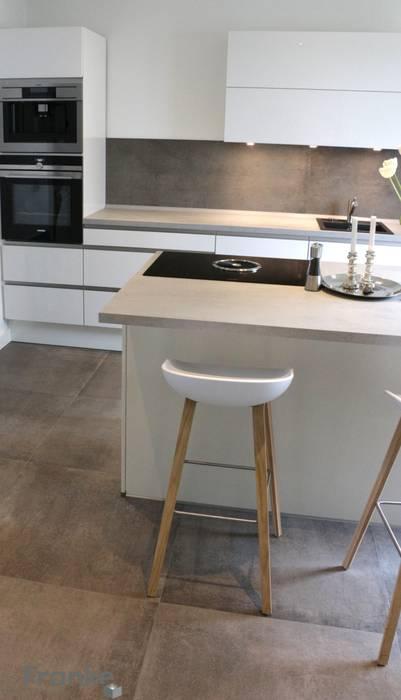Betonoptik in einer modernen küche: küche von elmar franke ...