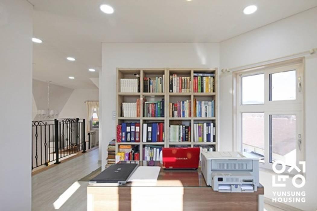 Study/office by 윤성하우징, Classic