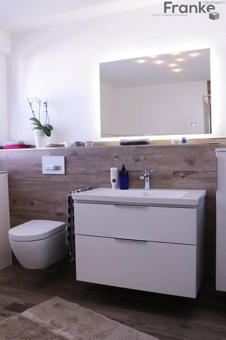 Badezimmer im holzdesign badezimmer im landhausstil von ...