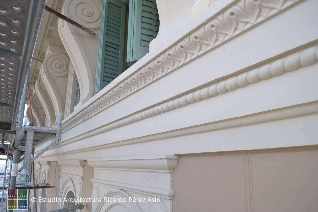 RESTAURACIÓN REALIZADA DE UN EDIFICIO PROTEGIDO DE L'EIXAMPLE.: Casas de estilo  de Estudio Arquitectura Ricardo Pérez Asin