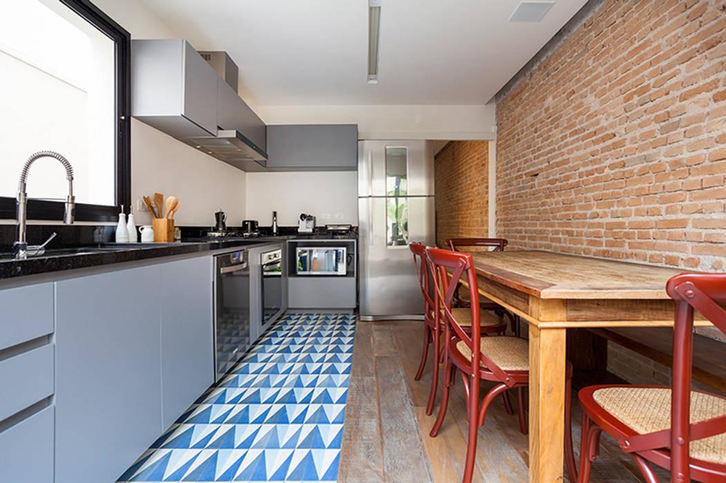 Kitchen by Tria Arquitetura