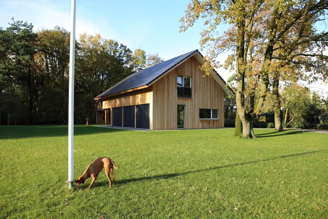 Woning te Nijverdal Moderne huizen van Hoogsteder Architecten Modern Massief hout Bont