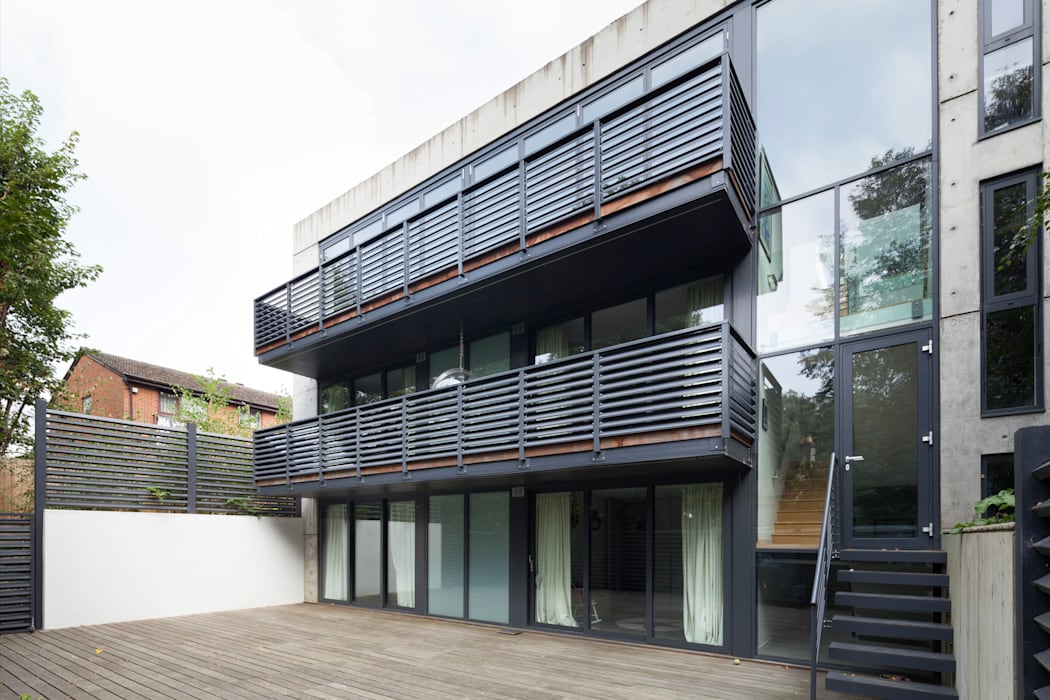 Exterior Modern balcony, veranda & terrace by 1st Option Representation Modern