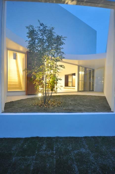 Modern houses by 門一級建築士事務所 Modern Glass