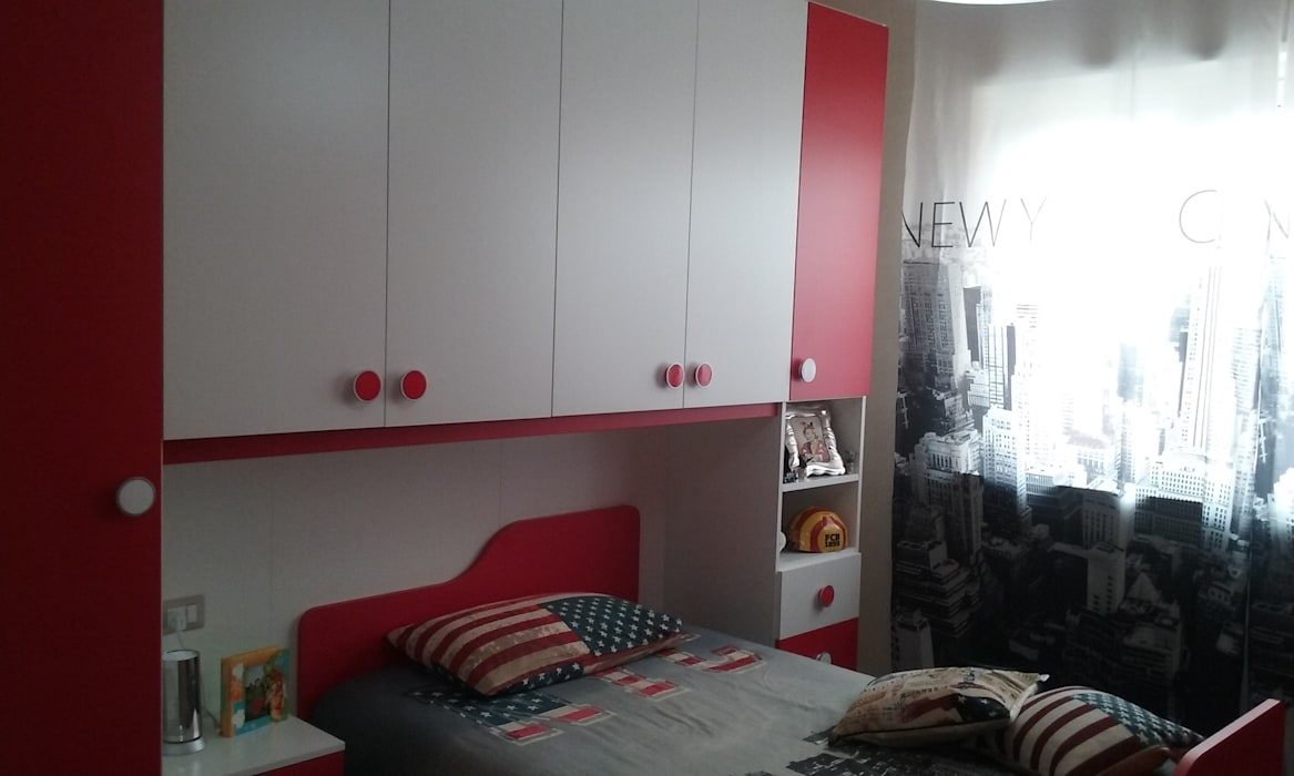 Cameretta rossa e bianca: camera da letto in stile di ...