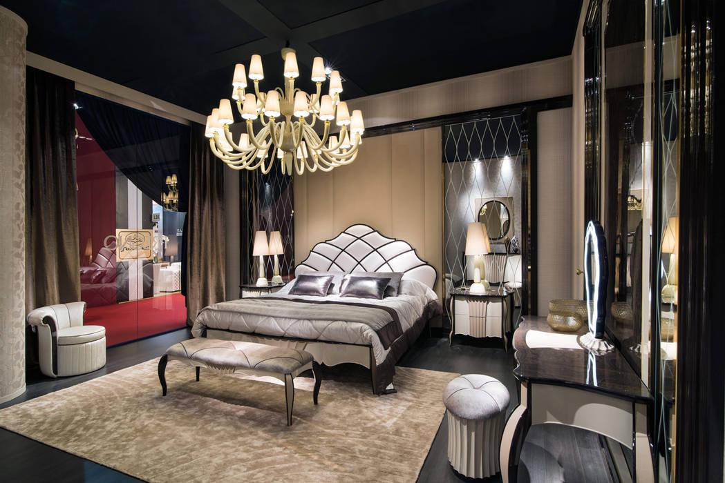 Big Dandy chandelier and table lamps Centre d'expositions classiques par MULTIFORME® lighting Classique Verre