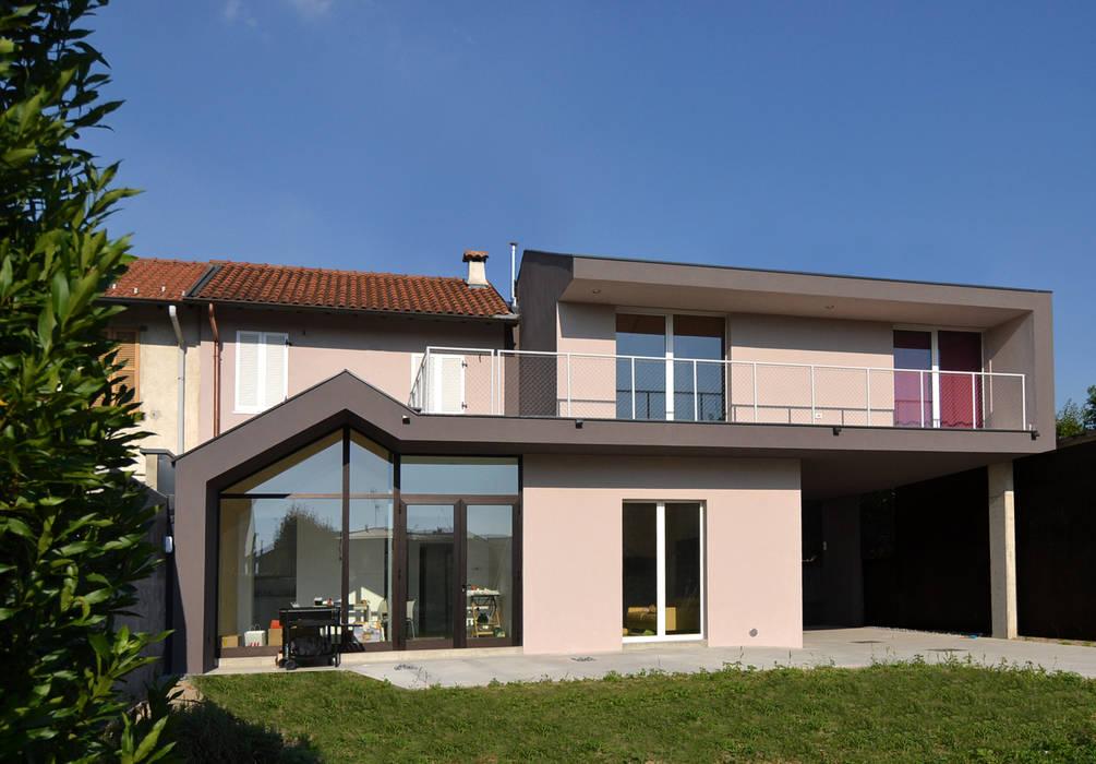 Chalets & maisons en bois de style  par Marlegno, Moderne Bois Effet bois