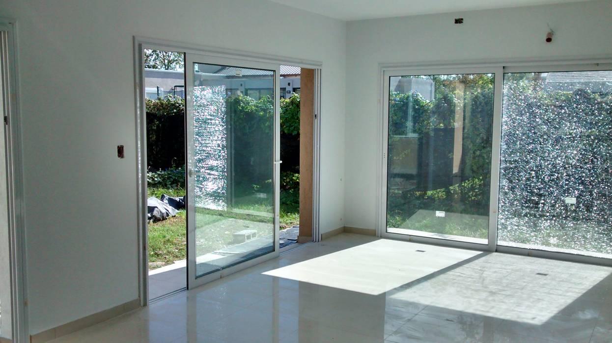 Ampliacion B° San Isidro - Villa Allende Livings modernos: Ideas, imágenes y decoración de BULLK CONSTRUCTORA Moderno