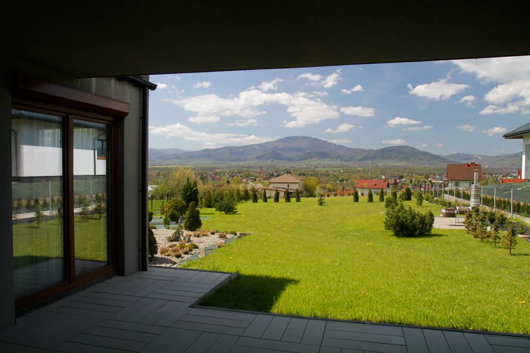 Taras z widokiem na góry: styl , w kategorii Taras zaprojektowany przez in2home