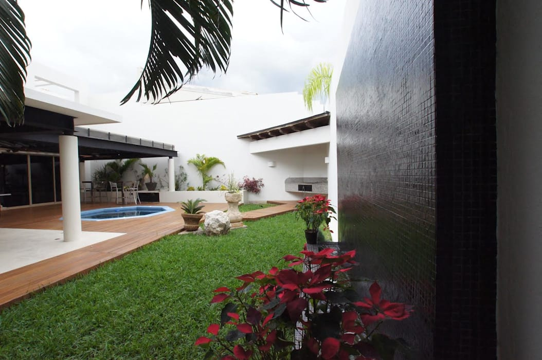 RESIDENCIA EN MÉRIDA P-L: Jardines de estilo  por AIDA TRACONIS ARQUITECTOS EN MERIDA YUCATAN MEXICO