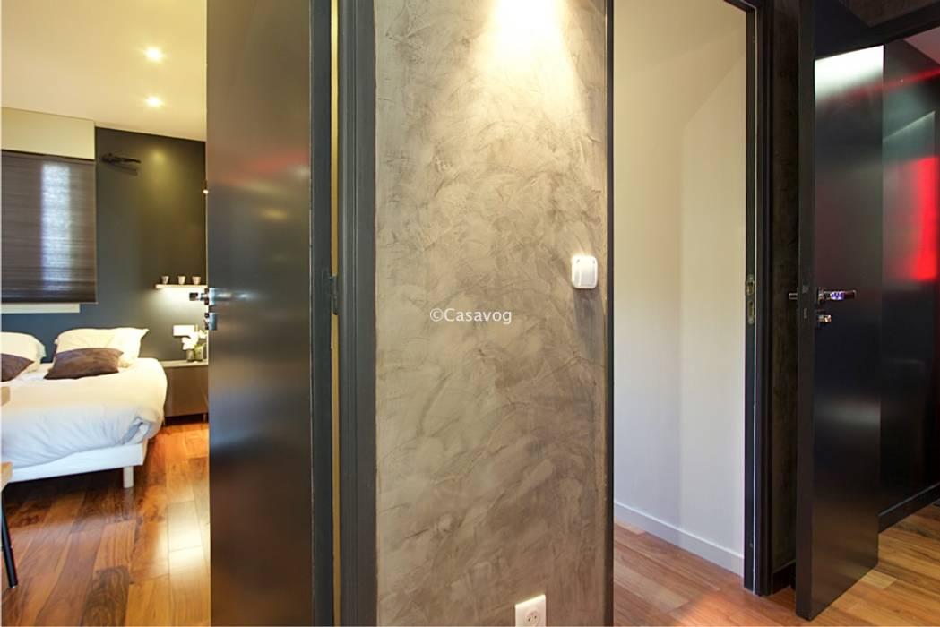 Partie privative de l'appartement: Couloir et hall d'entrée de style  par Casavog