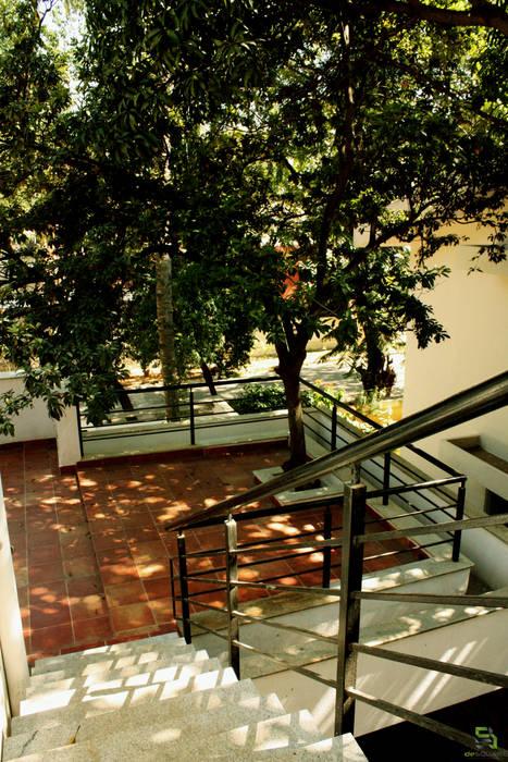 Modern style balcony, porch & terrace by de square Modern