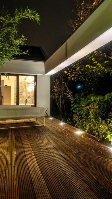 Bungalow münsterland moderner balkon, veranda & terrasse von ...