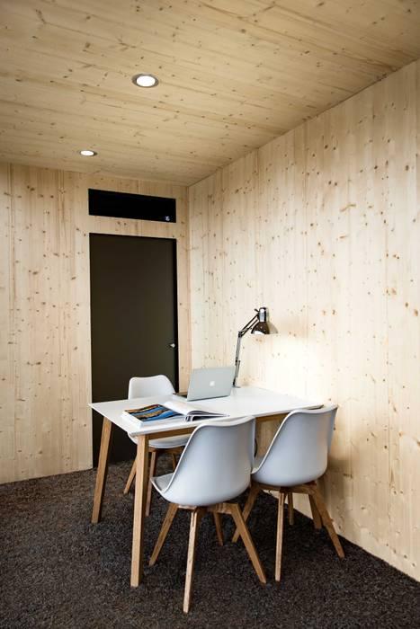Modern garage/shed by Hiloft Modern Iron/Steel