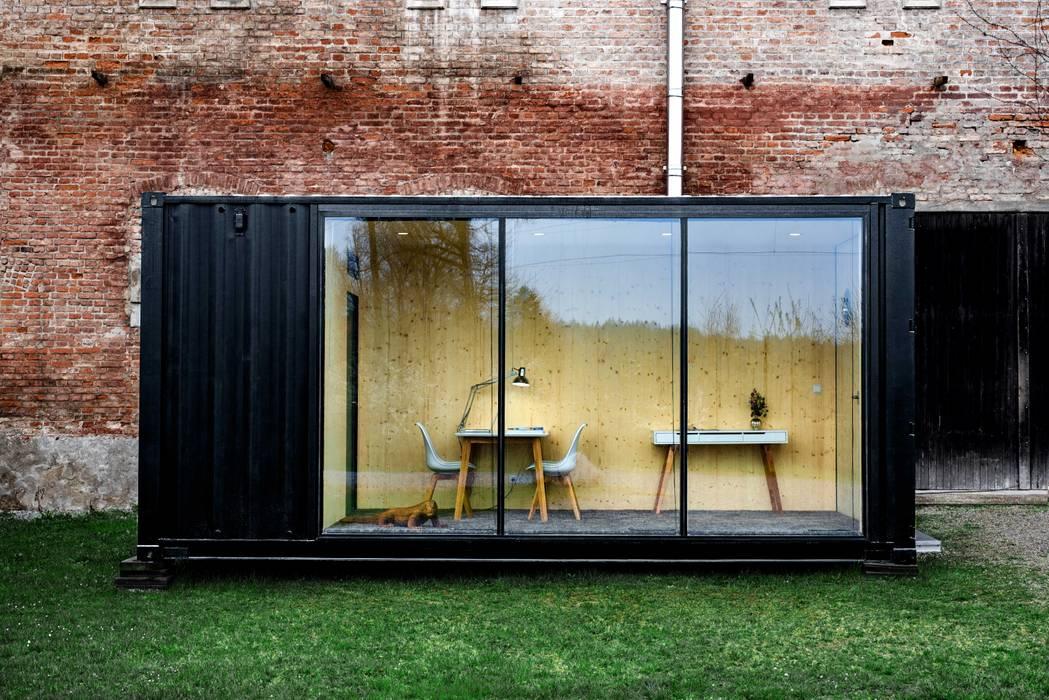 Rumah Modern Oleh Hiloft Modern Besi/Baja