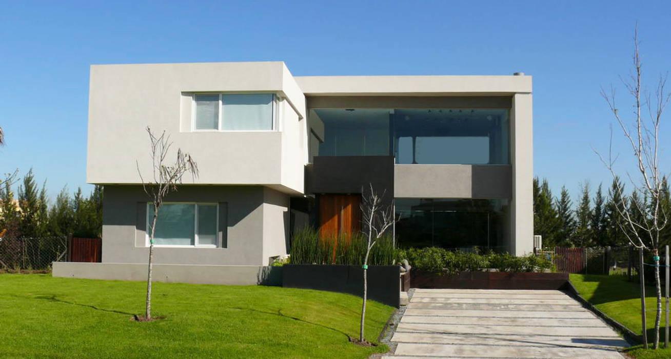 Houses by Estudio Fernández+Mego, Modern