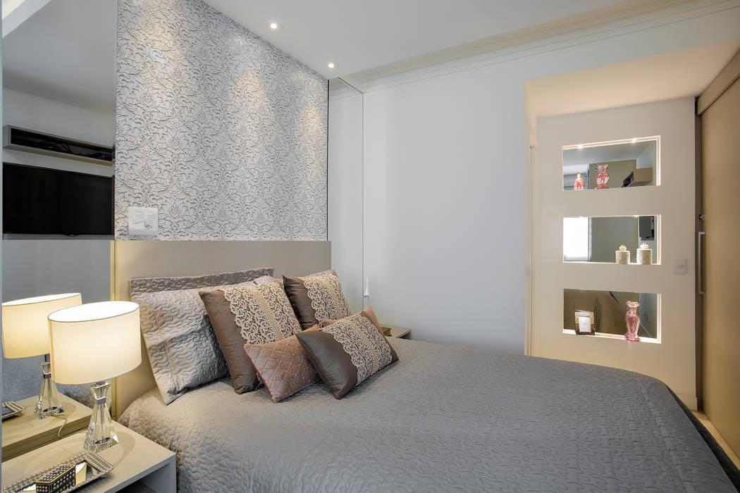 Suite do Casal Quartos modernos por Vanda Carobrezzi - Design de Interiores Moderno Derivados de madeira Transparente