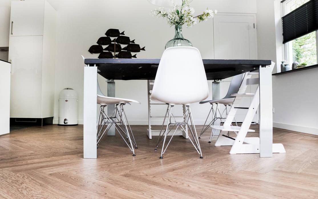 Moderne Visgraat Vloer : Woonkeuken pvc visgraat vloer moderne eetkamer door zilva