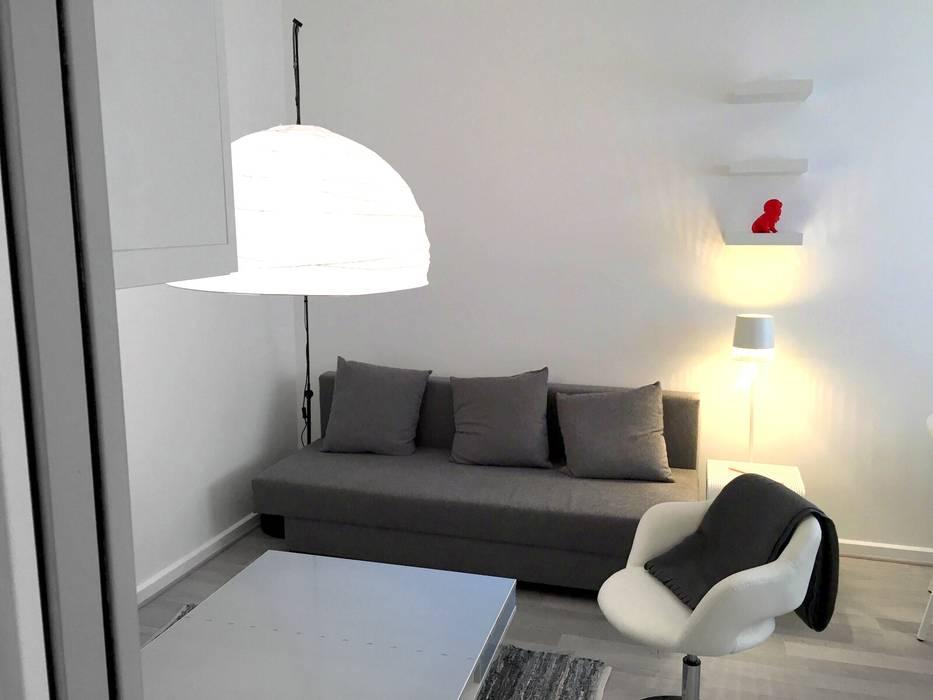 Salon mini pour effet maxi: Salon de style  par cbm interiors sas