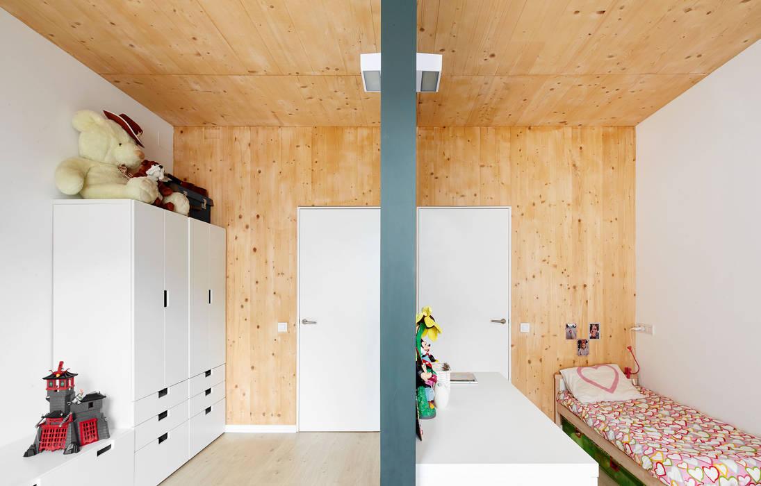 59RUT New house between dividing walls in the centre of Terrassa Minimalist nursery/kids room by Vallribera Arquitectes Minimalist
