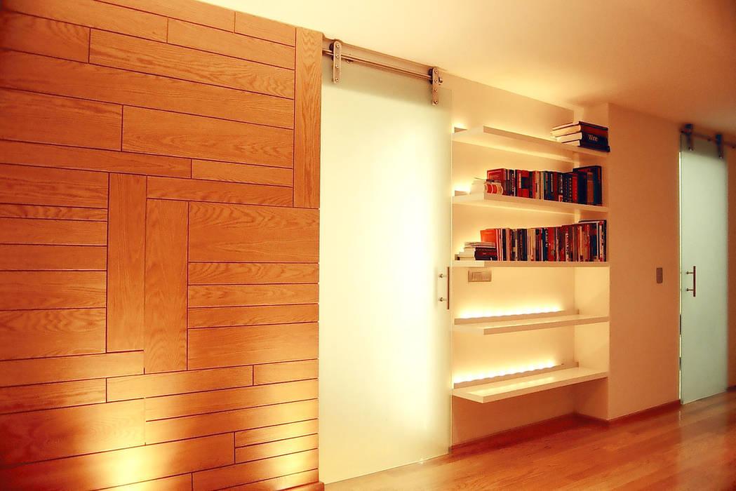 現代風玄關、走廊與階梯 根據 RIMA Arquitectura 現代風 木頭 Wood effect