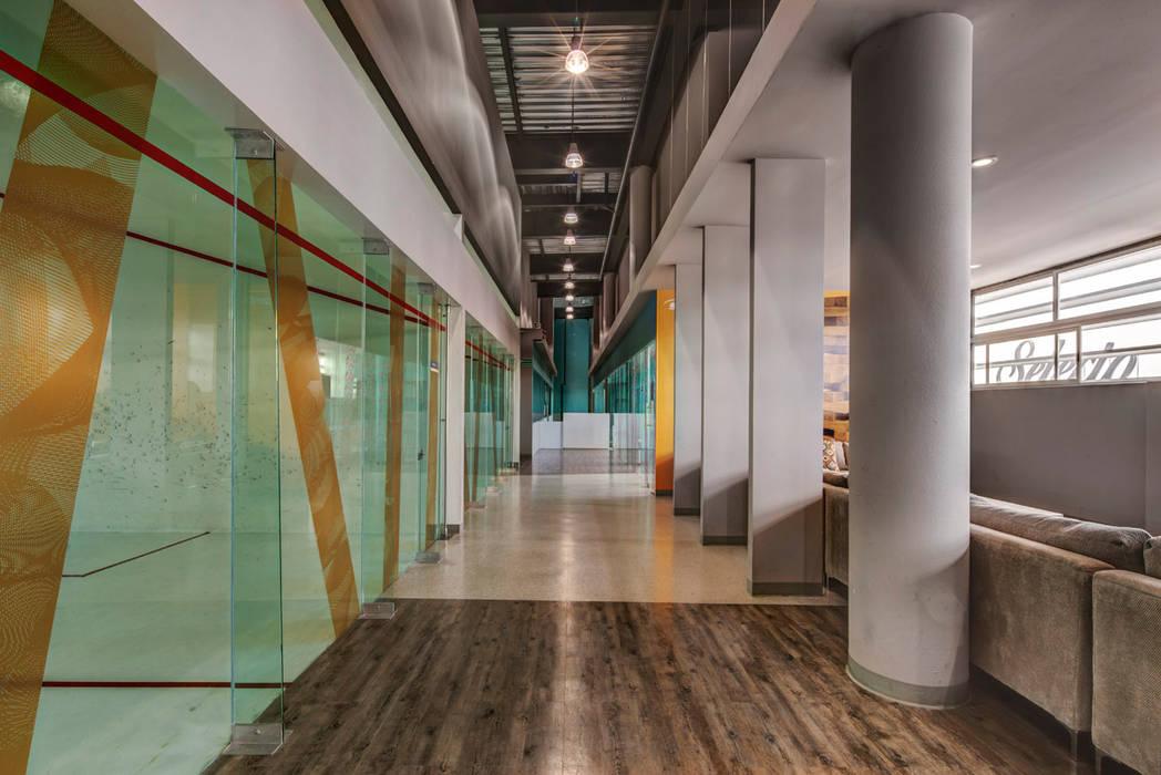 Sportium del Valle - RIMA Arquitectura: Gimnasios de estilo  por RIMA Arquitectura,