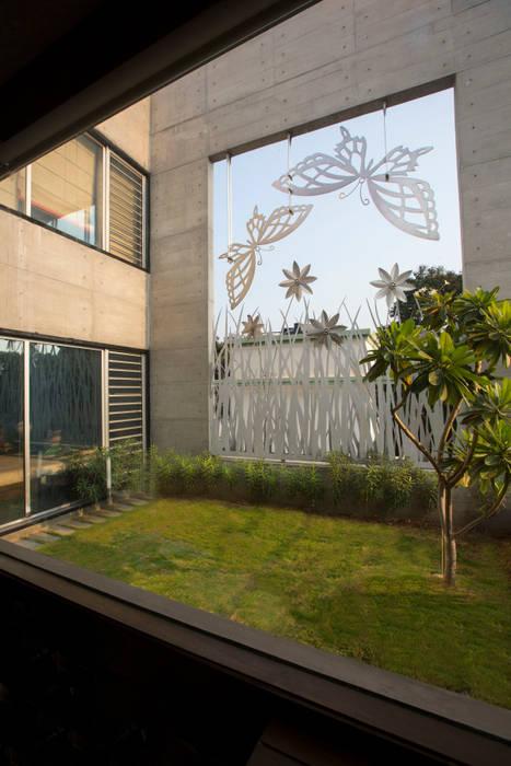 Natural Effervescence Modern balcony, veranda & terrace by ESSTEAM Modern