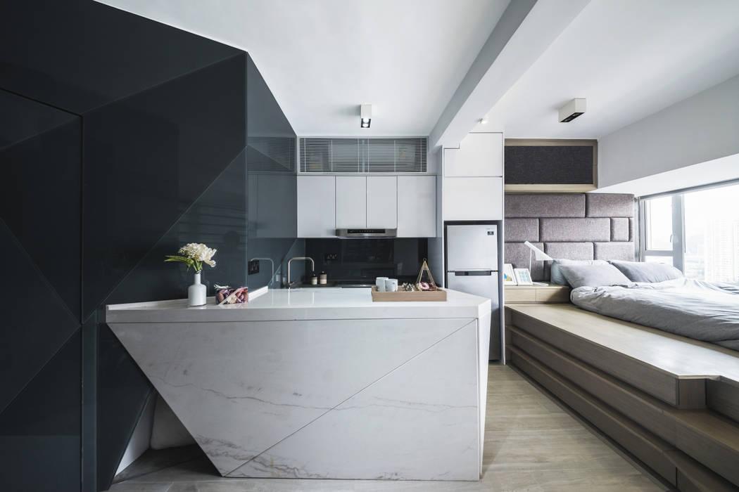 Black-and-white stuido flat in Hong Kong: minimalist  by Zip Interiors Ltd, Minimalist