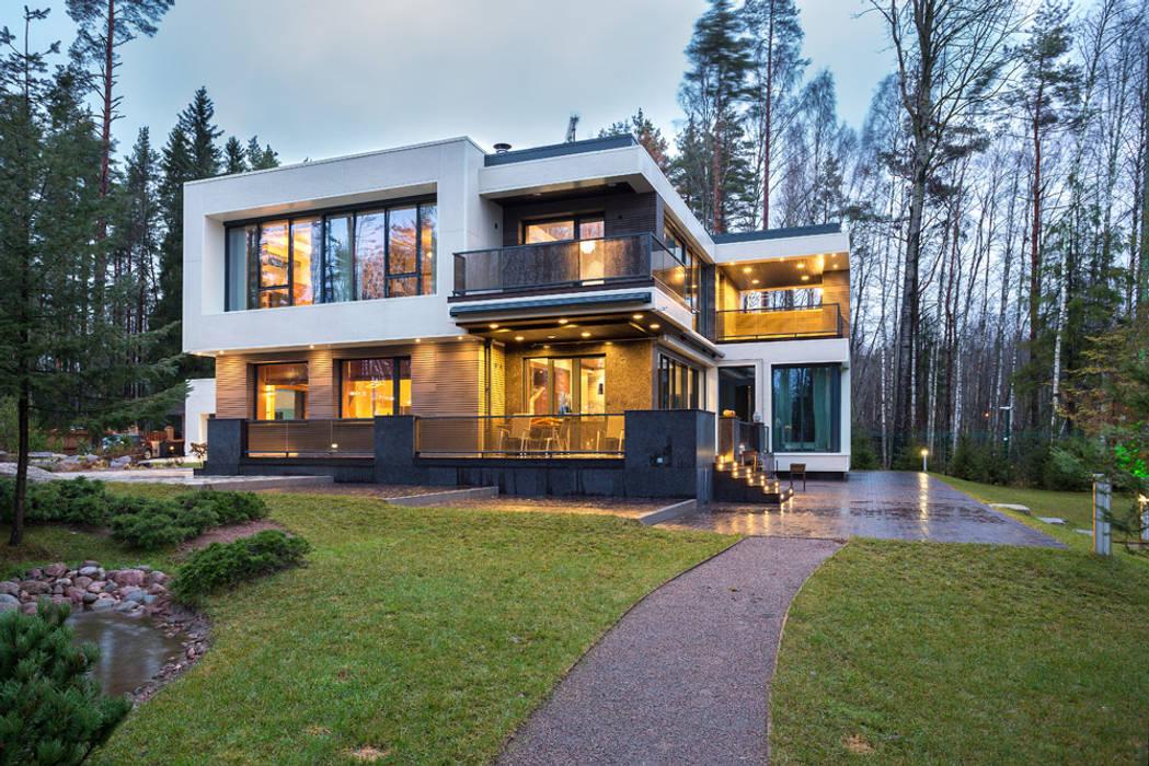 Современный дом у озера Maisons modernes par Дмитрий Кругляк Moderne