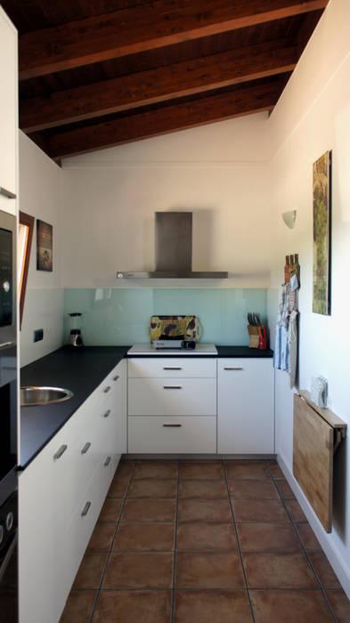 Kitchen by RIBA MASSANELL S.L., Mediterranean Chipboard
