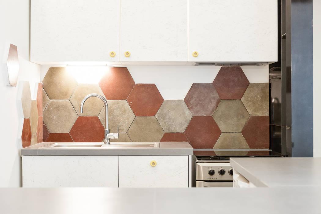 Kitchen by 23bassi studio di architettura, Eclectic