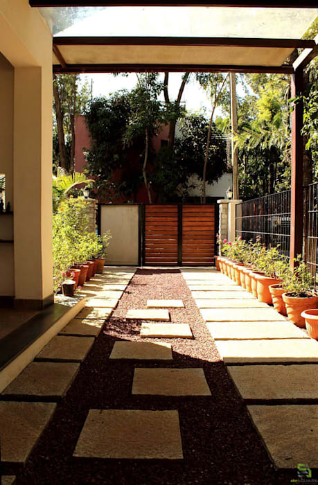 RENOVATION OF KAILAS Modern garden by de square Modern