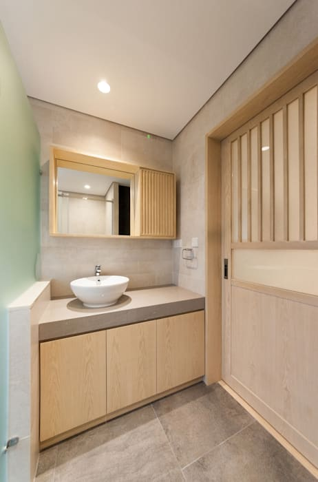 shower room Minimalist style bathroom by arctitudesign Minimalist
