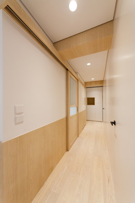 corridor arctitudesign Minimalist corridor, hallway & stairs